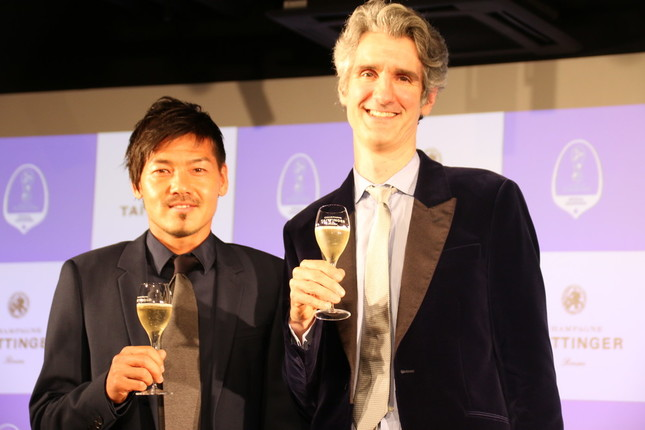 トルシエ監督の通訳をつとめたフローラン・ダバディ氏(右)も出席した