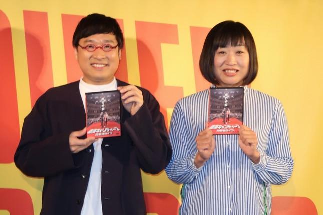南海キャンディーズの山里亮太さん(左)と山崎静代さん(右)