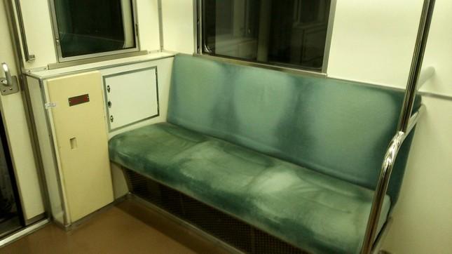 車両連結部は優先席の近くに(写真はイメージ)