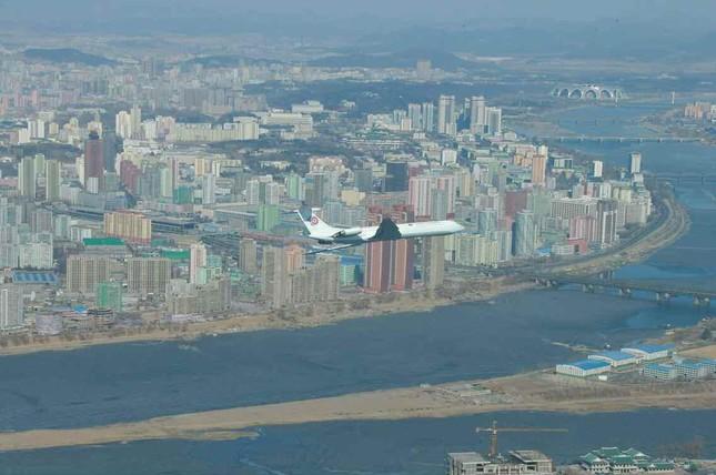 平壌市上空を飛ぶ北朝鮮の政府専用機(労働新聞から)