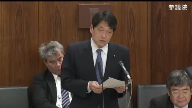 小野寺五典防衛相は自衛官の暴言を「擁護するつもりはない」と釈明した(写真は参院インターネット中継から)