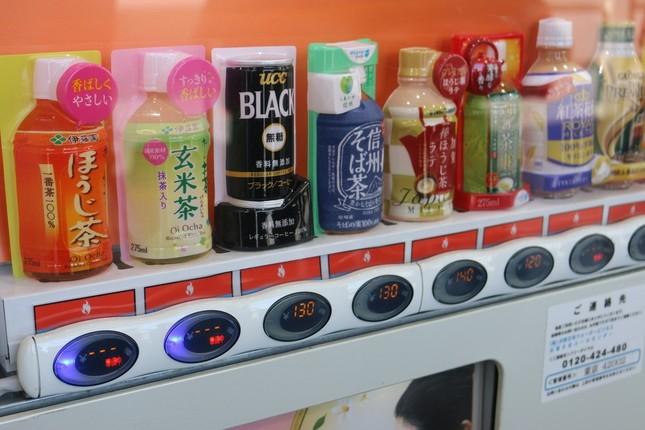 自販機には一部で「準備中」の表示が(JR東京駅構内で)
