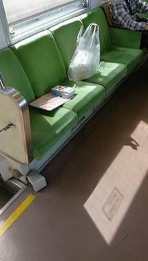 ほかの3席でも、ビニール袋などが(写真は、らいぞ@raizorai00さん提供)
