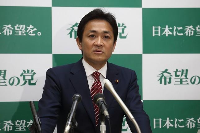 定例会見に臨む希望の党の玉木雄一郎代表