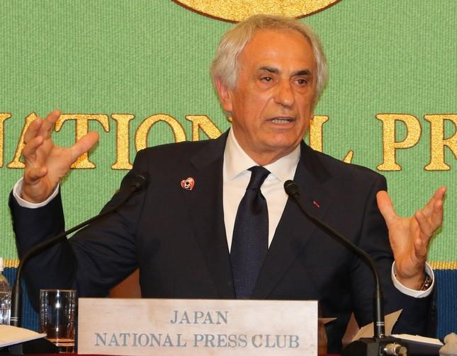 日本記者クラブで会見するバヒド・ハリルホジッチ前日本代表監督(2018年4月27日撮影)