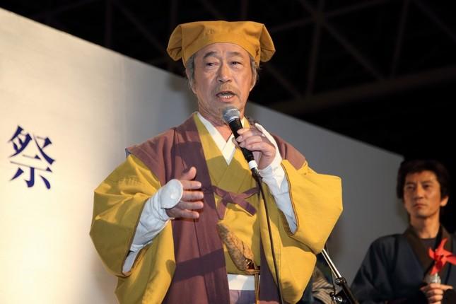 水戸黄門のいでたちで「ニコ超」に登場した武田鉄矢さん。坂本龍馬のエピソードを交えながら若者にエールを送った