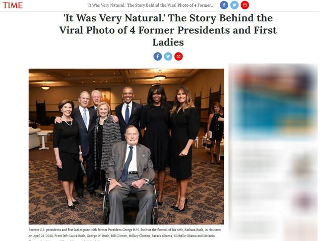 党派を超えた大統領が集まった写真は多くのメディアが掲載した。写真は雑誌TIMEのWEBサイトから(編集部で一部修正)