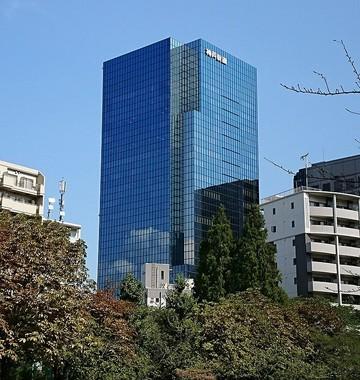 神戸製鋼所東京本社(写真はWikimedia Commonsから、作者:コベルコさん)