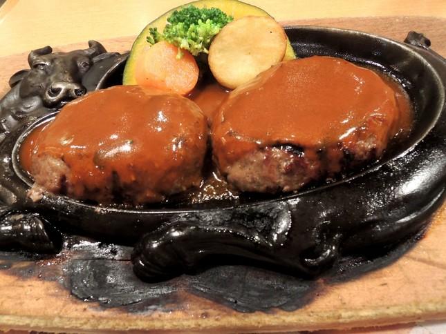 「炭焼きレストランさわやか」のハンバーグ