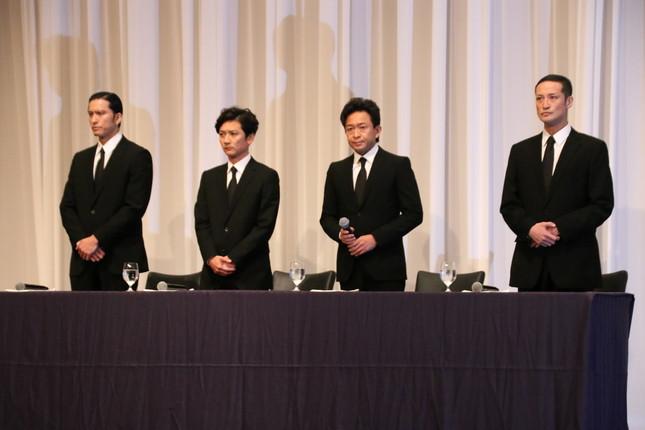 記者会見したTOKIOの(左から)長瀬智也さん、国分太一さん、城島茂さん、松岡昌宏さん(2018年5月2日)