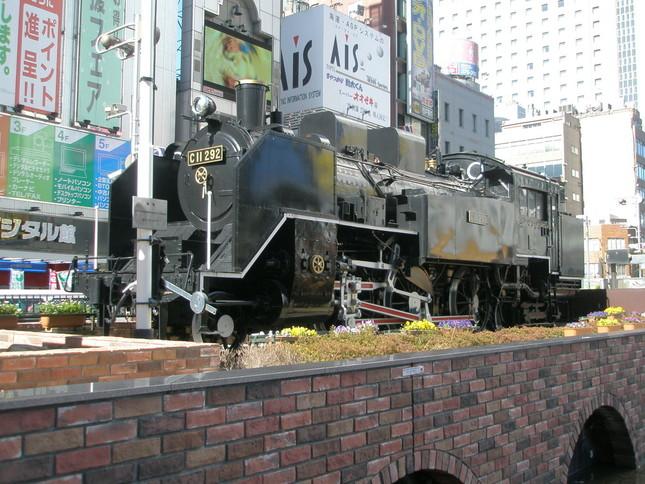 新橋駅前のSL広場は一時騒然となった(2008年撮影)