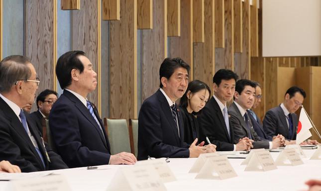 安倍晋三首相は韓国の財界人を前に韓国語を交えながらあいさつした(写真は首相官邸のウェブサイトから)
