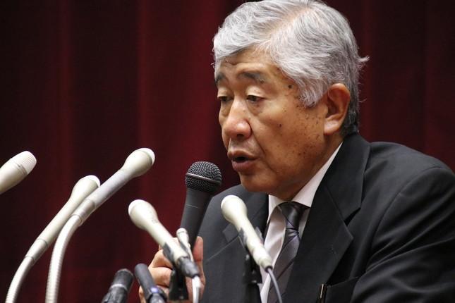 会見で、選手の主張を否定した内田正人前監督