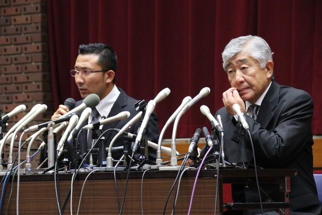 処分が下された内田正人氏(右)と井上奨氏(写真は5月23日の会見)