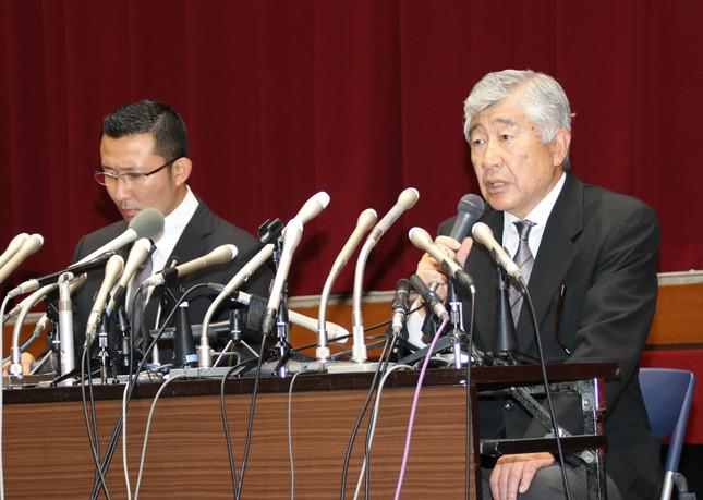 内田正人前監督と井上奨(つとむ)前コーチ