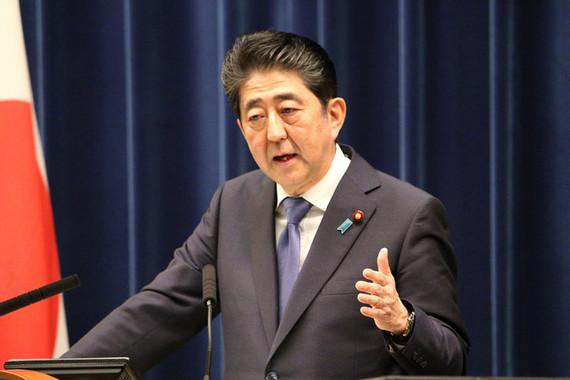 安倍晋三首相に朝日新聞コラムが「あいうえお作文」(2017年9月撮影)
