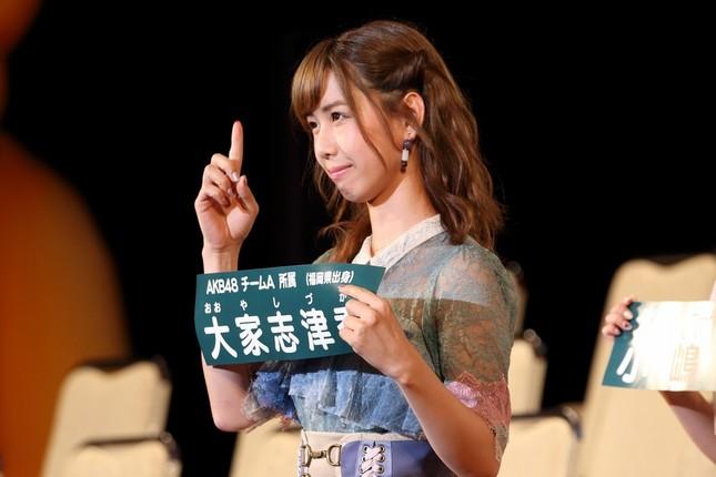 2017年の開票イベントに入場するAKB48の大家志津香さん(2017年6月撮影)