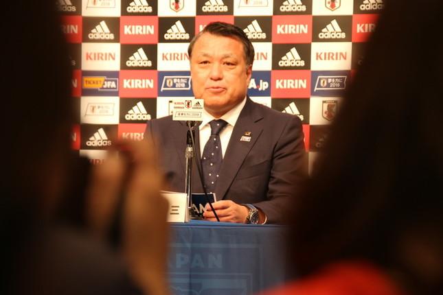 W杯メンバー発表会見であいさつした田嶋幸三会長(2018年5月31日)