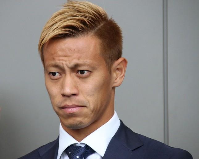 出発セレモニー中、終始険しい表情だった本田圭佑選手