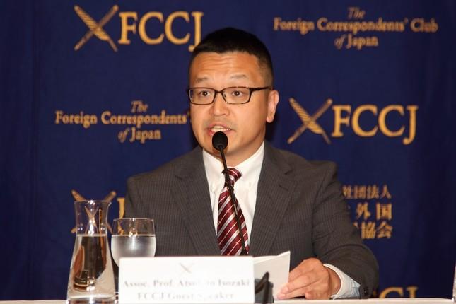 米朝首脳会談の見通しについて会見する礒崎敦仁・慶応大法学部准教授