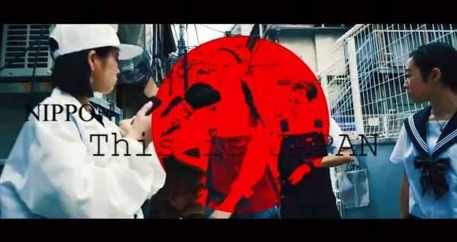 批判が相次いだ「This is Japan」動画の一場面