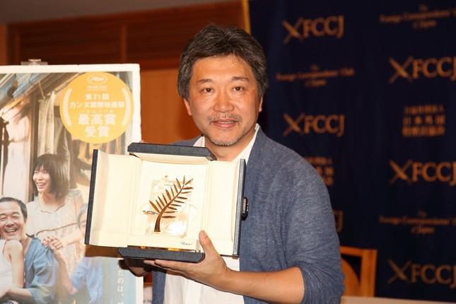 日本外国特派員協会で会見した是枝裕和監督
