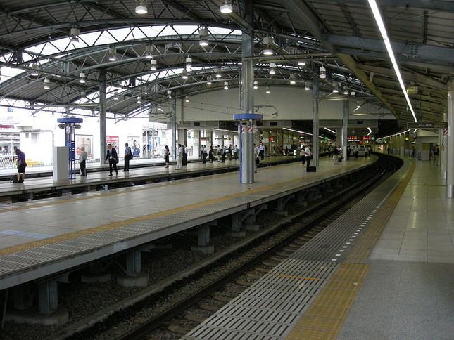 西武池袋駅ホーム(Wikimedia Commonsより、Okiaさん撮影)