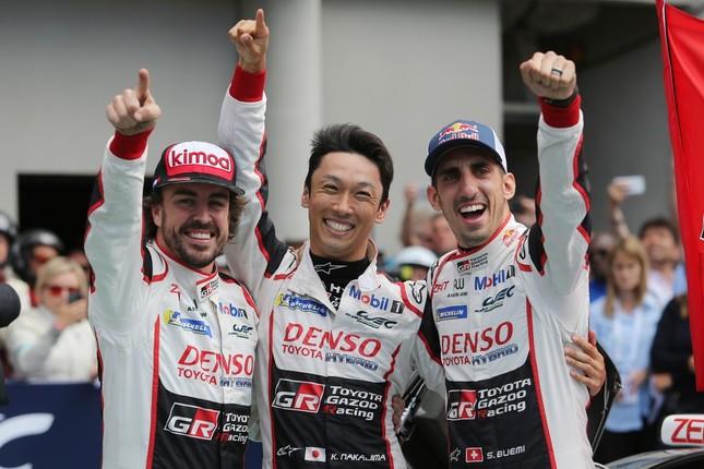 8号車のドライバーたち。左から、フェルナンド・アロンソ、中嶋一貴、セバスチャン・ブエミ(画像はプレスリリースより)