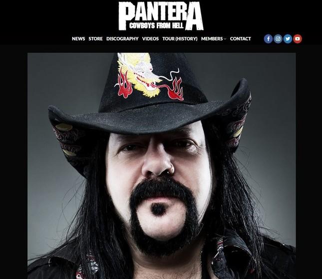 パンテラの公式サイトに掲げられたヴィニー・ポールさんの写真