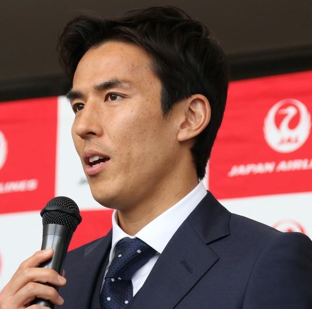 サッカー日本代表主将の長谷部誠。後半アディショナルタイムに逆転されても味方を鼓舞し続けた