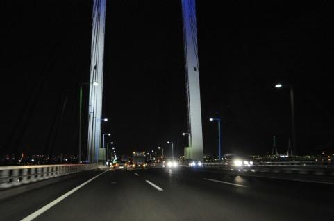 深夜の高速を自転車で走って事故に(写真はイメージ)