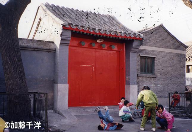 北京市中心部にある胡耀邦の自宅には遺族が住んでいた。どちらかと言えば簡素な佇まいだ。1997年、加藤千洋氏撮影