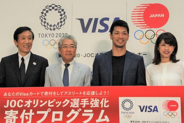 左から安渕社長、竹田会長、村田選手、加藤アナ(2018年7月26日撮影)
