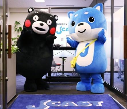 くまモンとJ-CASTのマスコット「カス丸」