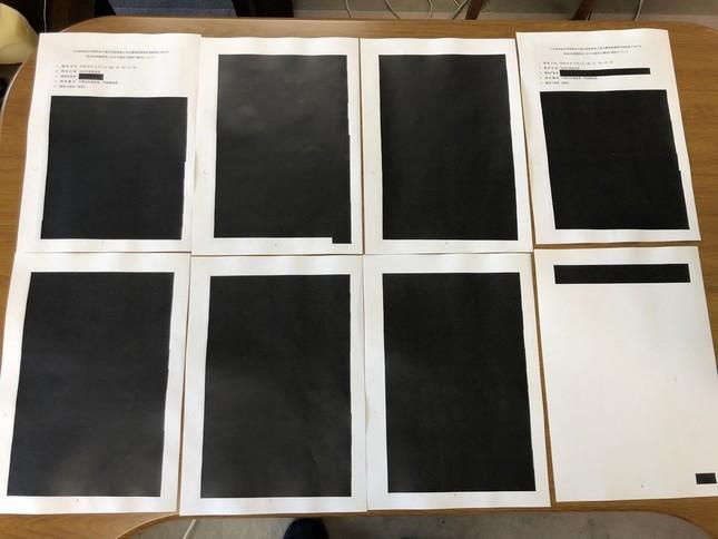 ほぼすべて黒塗りだった長野県の公文書(写真は、山口典久県議提供)