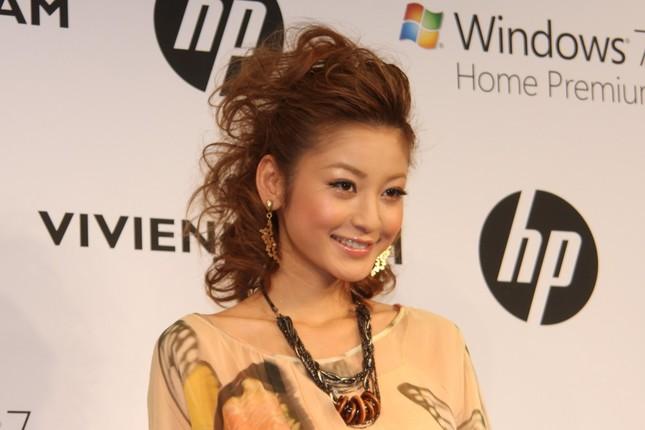 山田優さんと遭遇した西山茉希さん(2010年4月撮影)