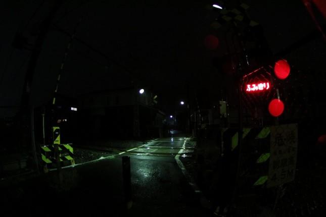 羽村市の事故。筆者が現場を訪ねた日は、激しい雨模様だった