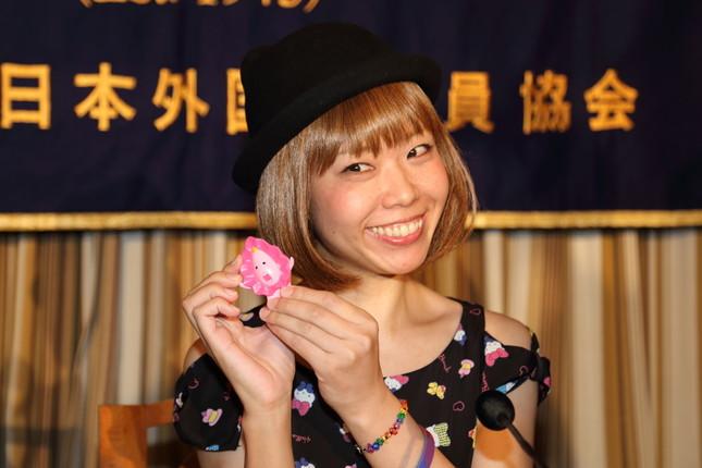 日本外国特派員協会で会見する「ろくでなし子」さん(2014年)