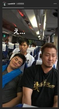 中田翔選手の隣でスヤスヤ眠る(?)清宮幸太郎選手