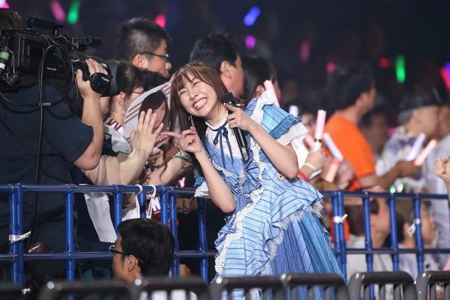 カメラに向けてポーズをとるSKE48の須田亜香里さん(2018年8月撮影)