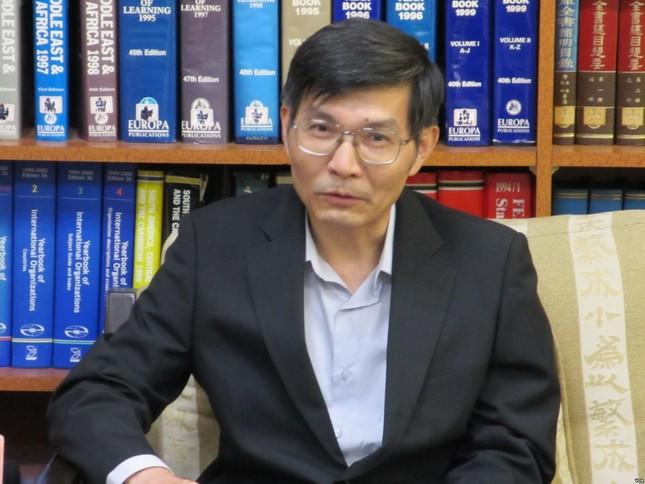 自殺した台北駐大阪経済文化弁事処の蘇啓誠処長。遺書には台風の対応をめぐり「批判を受けたことを苦にするような内容」が書かれていたという(2012年撮影)