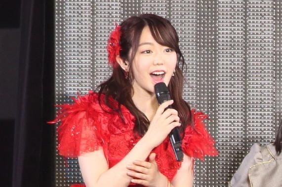 AKB48の峯岸みなみさん。2018年8月のコンサートでは、同期の前田敦子さんの結婚を「国民と同じ」タイミングで知ったことを自虐気味に明かしていた