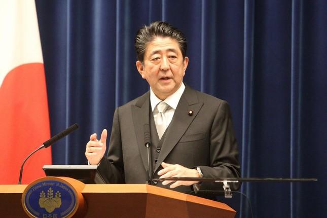 内閣改造後に記者会見する安倍晋三首相
