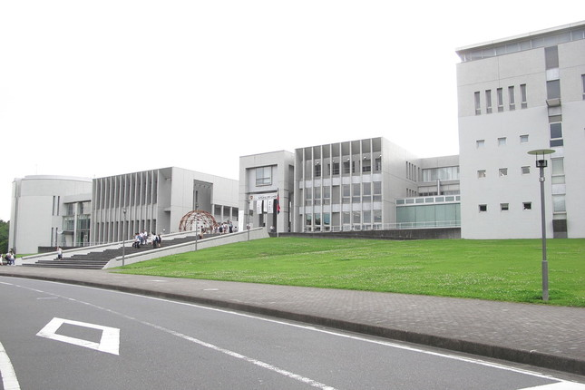 慶應義塾大学湘南藤沢キャンパス(SFC)。日本で初めてAO入試を導入したことで知られる