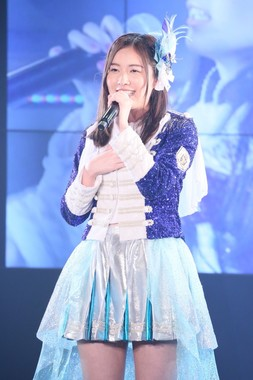 SKE48の10周年記念特別公演でソロ曲「神々の領域」を披露する松井珠理奈さん (C)AKS