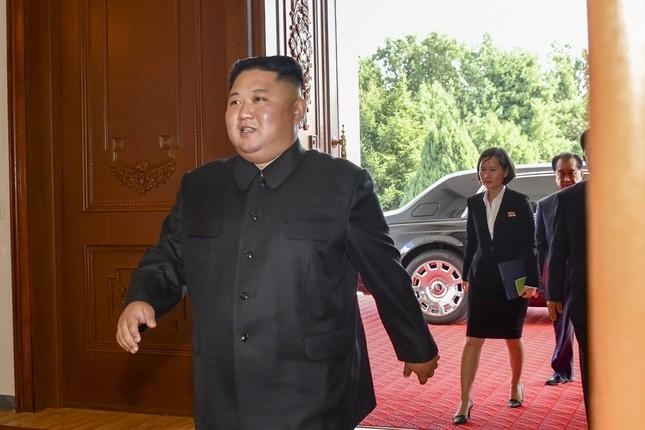 百花園迎賓館に到着した金正恩氏・背後の車両がロールス・ロイス社製だとして話題になっている(写真は米国務省撮影)