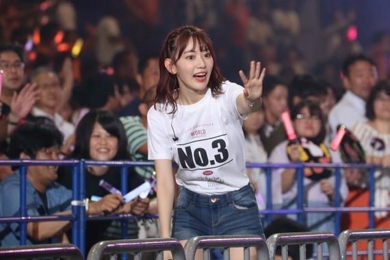 HKT48の宮脇咲良さん。Google+投稿をきっかけに知名度を上げた。2021年4月までAKB48グループを離れて活動する(2018年8月撮影)