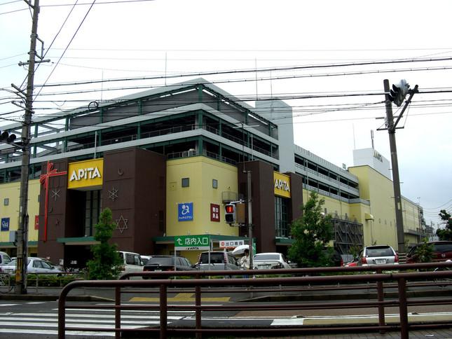 ユニーが展開するスーパー「アピタ」。写真は名古屋市の千代田橋店(Wikimedia Commonsより、Whityさん撮影。2008年)