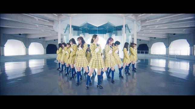 AKB48の「センチメンタルトレイン」(2018年)ミュージックビデオ用衣装。SKE48のクラシカルなイメージを取り入れた (c)AKS/キングレコード