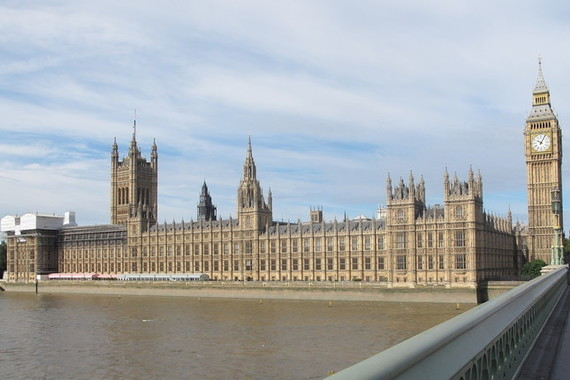 英議会の勧告に応じる形で、英政府は「フェイクニュース」の用語をやめる方針を決めた